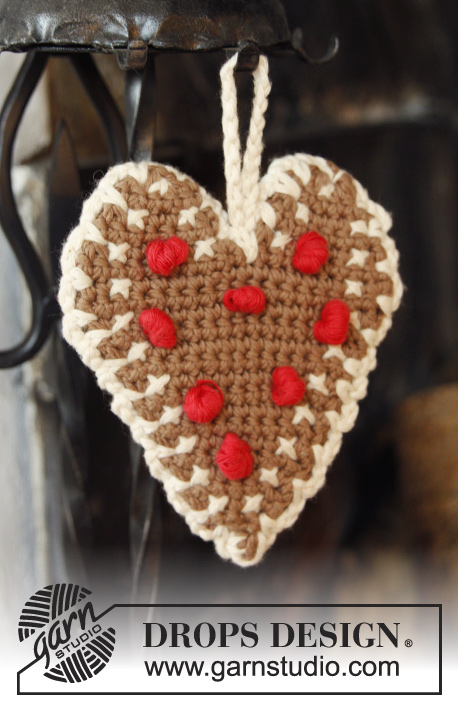 "Gingerbread Heart / DROPS Extra 0-1002 - DROPS Christmas: Crochet DROPS heart in 2 strands ""Safran"" with edge in ""Paris""."