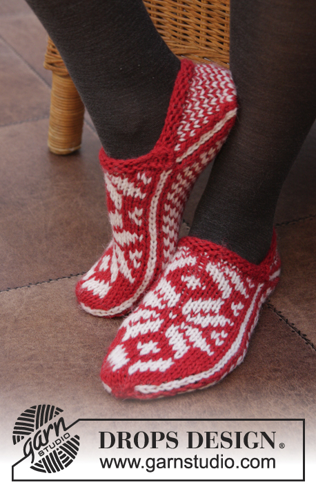 Holly Jolly Steps / DROPS Extra 0-1057 - DROPS Christmas: Knitted DROPS slippers with Norwegian pattern in Nepal. Size 35 - 43.