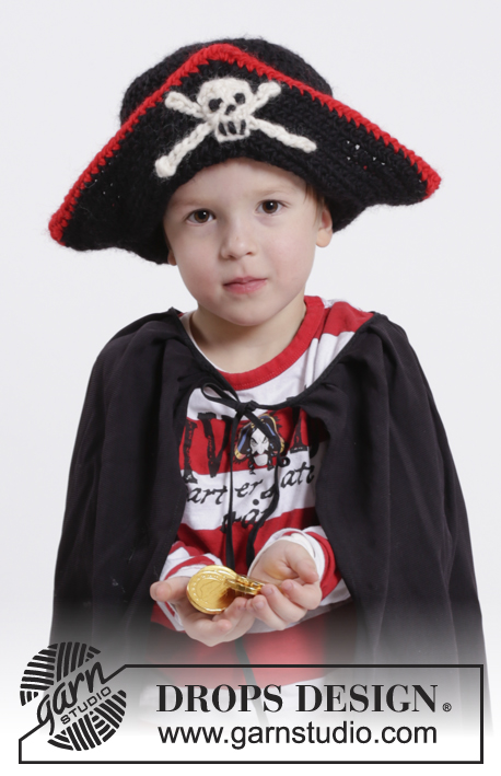 "Ahoy! / DROPS Extra 0-1073 - DROPS Carnival: Crochet DROPS pirate hat with skull in ""Eskimo"". Size 1-10 years"