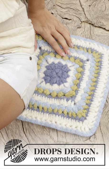 Water Lily / DROPS Extra 0-1084 - Crochet DROPS felted seating pad in Eskimo.