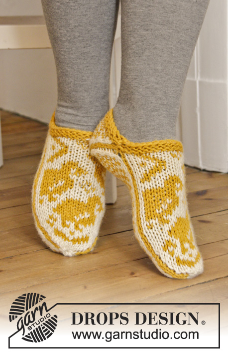 Tip Tip Toe / DROPS Extra 0-1101 - DROPS Easter: Knitted DROPS slippers with chicken in Norwegian pattern in Nepal. Size 35 - 43