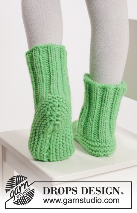 Neon Steps / DROPS Extra 0-1135 - Knitted DROPS slippers in garter st in Peak or Eskimo.