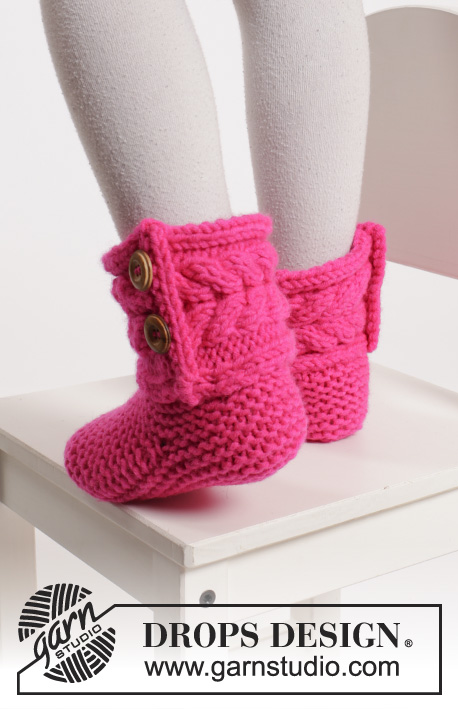 Hopscotch / DROPS Extra 0-1136 - Knitted DROPS slippers in garter st with cables in Peak or Eskimo.