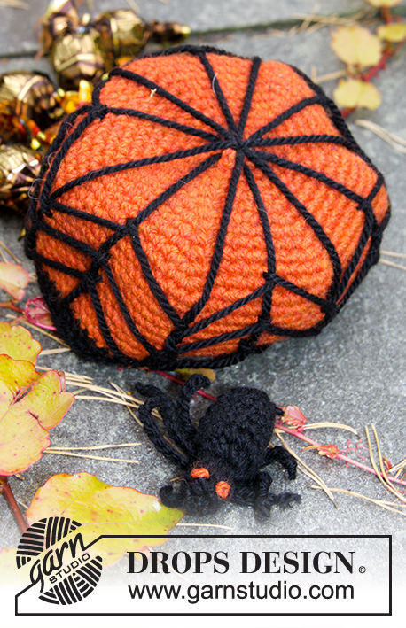 "Creepy Candy / DROPS Extra 0-1171 - DROPS Halloween: Crochet DROPS basket with cob web and spider in ""Nepal""."