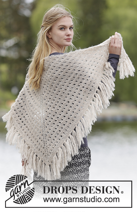 "Calgary / DROPS Extra 0-1177 - Knitted DROPS shawl with lace pattern and fringes in ""Brushed Alpaca Silk""."