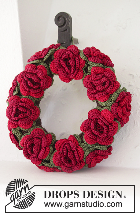 Christmas in Bloom / DROPS Extra 0-1193 - DROPS Christmas: Crochet DROPS wreath with flowers in Cotton Viscose