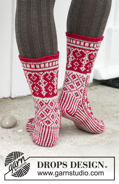 Christmas Raffle Socks / DROPS Extra 0-1335 - Knitted socks with colour pattern for Christmas in DROPS Fabel. Size 35-43