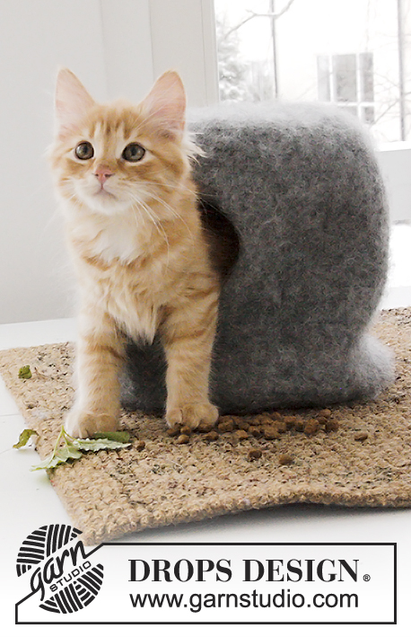 The Cat Cave / DROPS Extra 0-1381 - Felted house and balls for your cat, knitted in DROPS Eskimo.