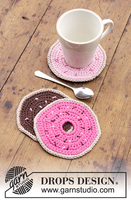 Breakfast Doughnuts / DROPS Extra 0-1383 - Crocheted coasters with cup and doughnut.