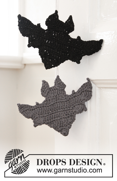 Bat Attack! / DROPS Extra 0-1391 - Crocheted bat for Halloween. Piece is crocheted in DROPS Paris.