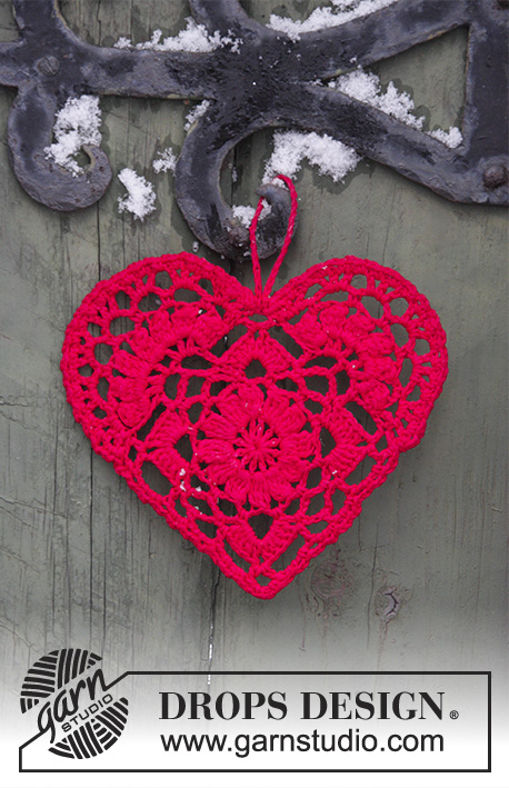 Home Is Where... / DROPS Extra 0-1400 - Crocheted heart for Christmas. The piece is worked in DROPS Safran.