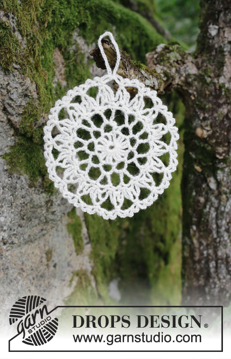 Strålande Jul / DROPS Extra 0-1412 - Crocheted circle for Christmas. Piece is crocheted in DROPS Fabel.