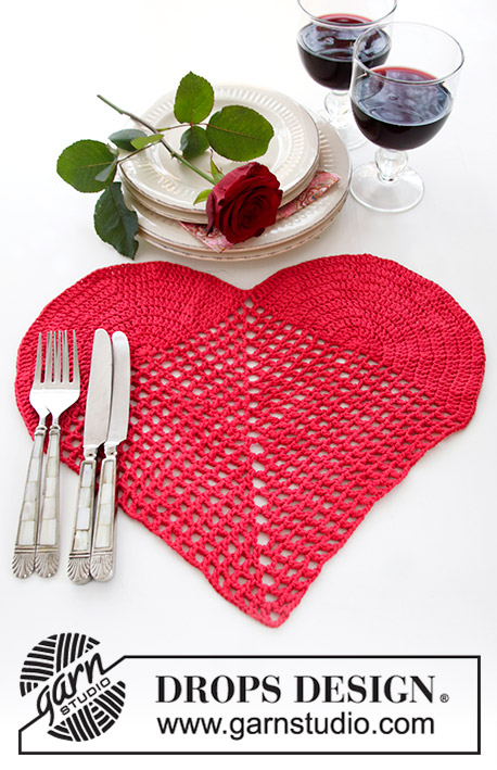 Time for Romance / DROPS Extra 0-1419 - Crocheted heart-shaped table cloth for Valentine's Day. The piece is worked in DROPS Paris.