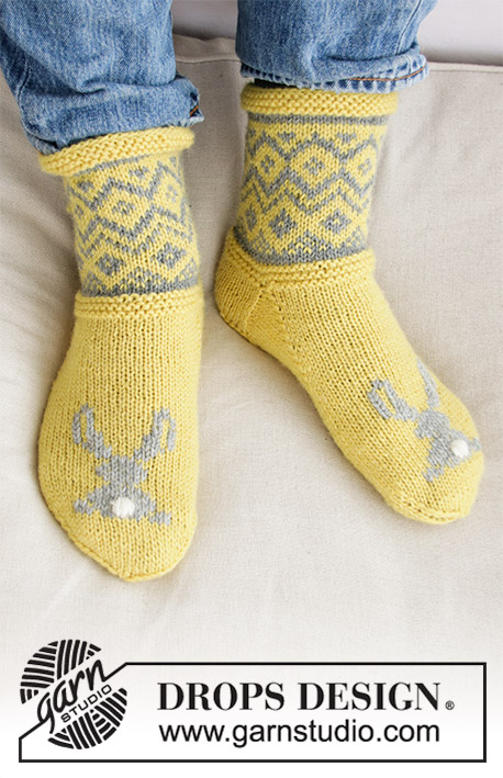 Bunny Hide / DROPS Extra 0-1421 - Knitted socks or slippers in DROPS Karisma. Nordic pattern and embroidered bunny. Sizes: 35 - 46. Theme: Easter.