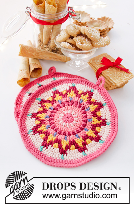 Baking Party / DROPS Extra 0-1444 - Crocheted pot holders in DROPS Paris. The piece is worked in the round in a circle and with colored pattern. Theme: Christmas.