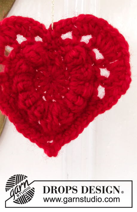 Hanging Heart / DROPS Extra 0-1447 - Crocheted heart in DROPS Merino Extra Fine. Theme: Christmas.