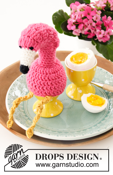 Cafe Flamingo / DROPS Extra 0-1455 - Crocheted flamingo egg cosy in DROPS Merino Extra Fine. 
