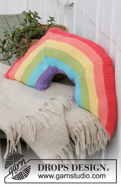 Rainbow Arch Cushion / DROPS Extra 0-1489 - Knitted cushion with rainbow stripes in DROPS Paris.