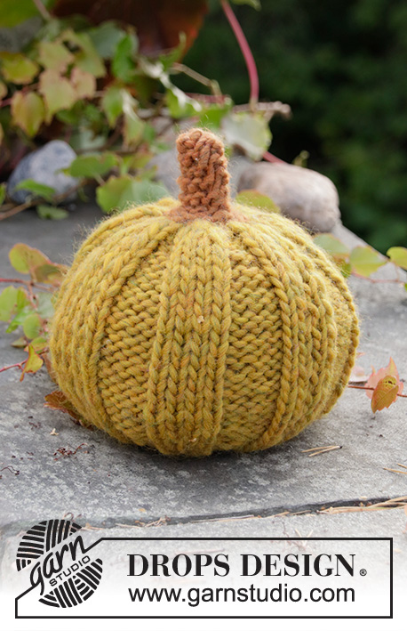 Cinderella's Pumpkins / DROPS Extra 0-1501 - Knitted pumpkin with rib in DROPS Snow. Theme: Halloween.