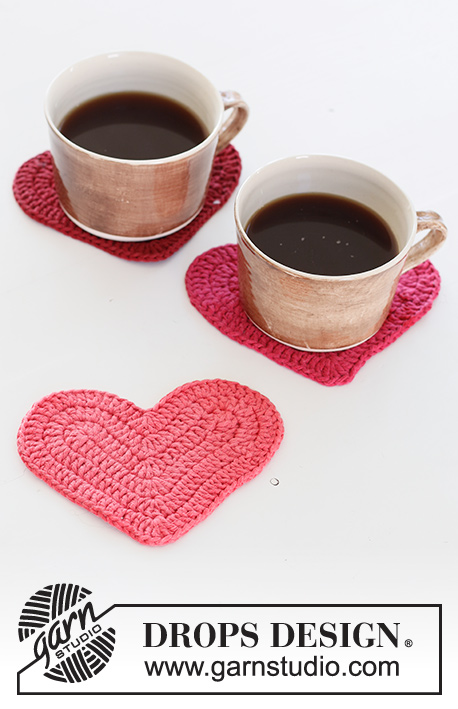 Achy Breakfasty Heart / DROPS Extra 0-1511 - Crocheted heart coasters in DROPS Paris. Theme: Christmas