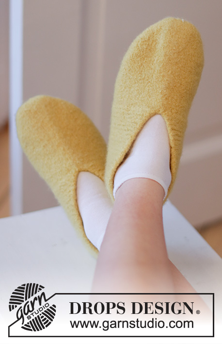 Lemon Loafers / DROPS Extra 0-1535 - Knitted and felted slippers for children and adults in DROPS Alaska. Sizes 26 - 46. Theme: Easter.