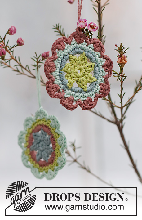 Here Comes Spring / DROPS Extra 0-1538 - Crocheted flower in DROPS Muskat. Theme: Easter