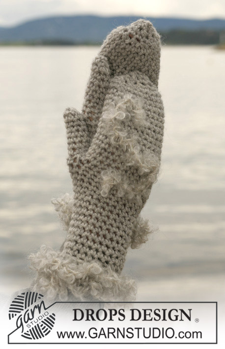 "DROPS Extra 0-421 - Crocheted DROPS mittens in ""Alaska"" with edge in ""Puddel"""