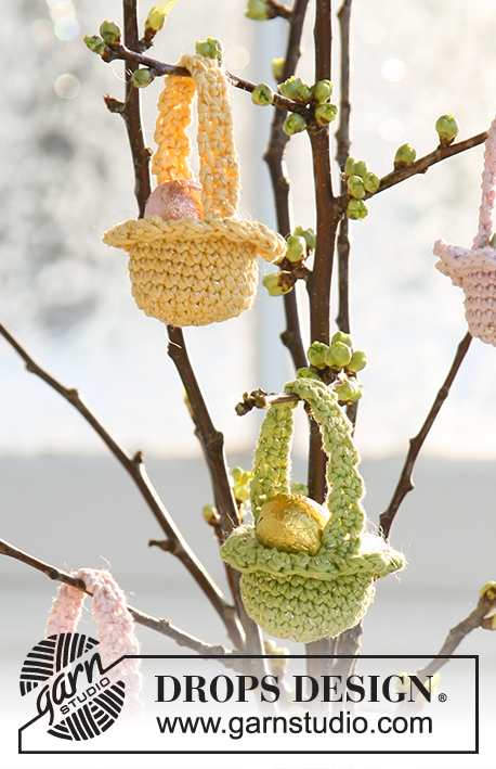 "Easter Baskets / DROPS Extra 0-509 - Crocheted DROPS Easter basket in ""Muskat"" and ""Glitter""."