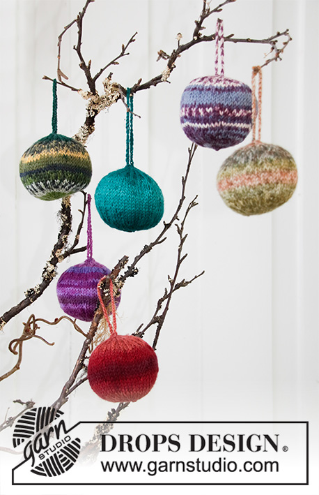 Fabelaktige / DROPS Extra 0-515 - Knitted Christmas baubles in DROPS Fabel. Theme: Christmas