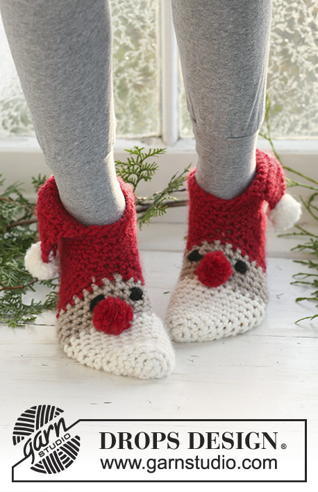 "Sneaky Santa / DROPS Extra 0-523 - Crochet DROPS Christmas slippers in ""Eskimo"".  Size 22 to 44."
