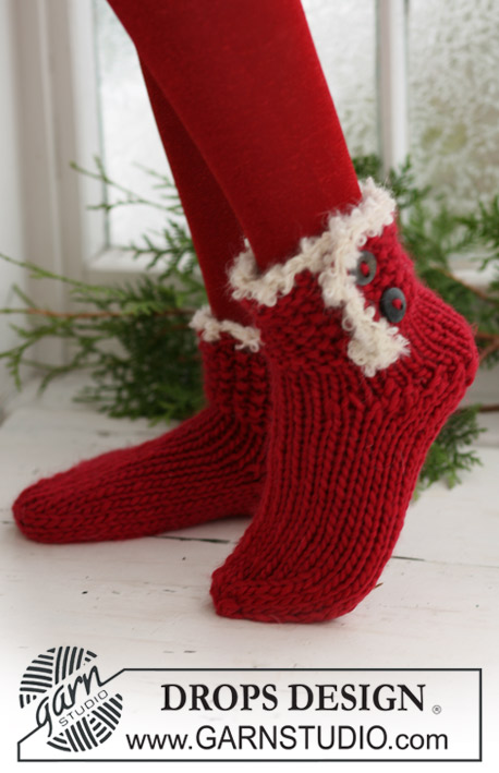 Santa's Boots / DROPS Extra 0-524 - Knitted DROPS Christmas socks in Eskimo with crochet border in Puddel.