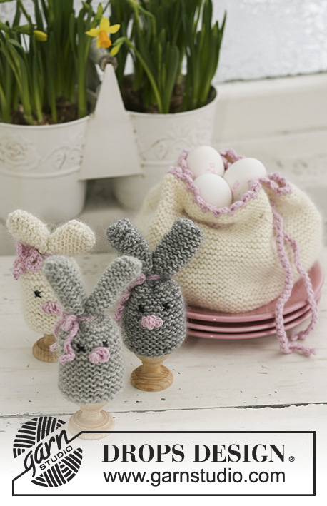 "Cozy Bunnies / DROPS Extra 0-545 - DROPS Easter bunny egg warmer and egg basket in ""Merino"" and ""Kid-Silk""."