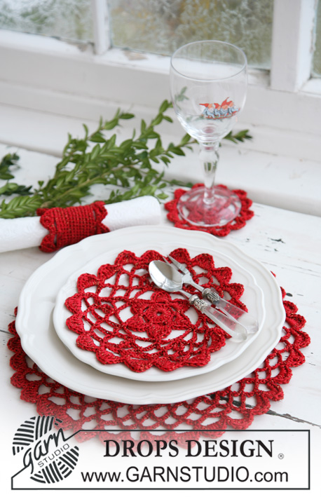 DROPS Extra 0-564 - Crochet table mat and serviette ring in DROPS Cotton Viscose and 4 treads DROPS Glitter. Theme: Christmas