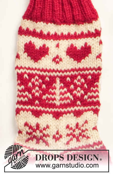 "DROPS Extra 0-566 - Knitted DROPS socks with Christmas pattern in ""Karisma""."