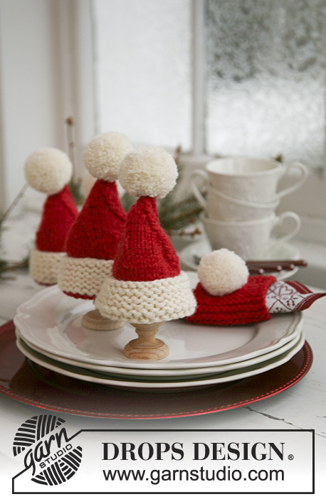 "Santa's Breakfast / DROPS Extra 0-569 - Knitted DROPS Christmas egg warmers and Christmas serviette ring in ""Alaska""."