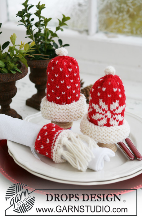 "Nissetopp / DROPS Extra 0-580 - DROPS egg warmers and serviette ring with Christmas pattern in ""Karisma""."