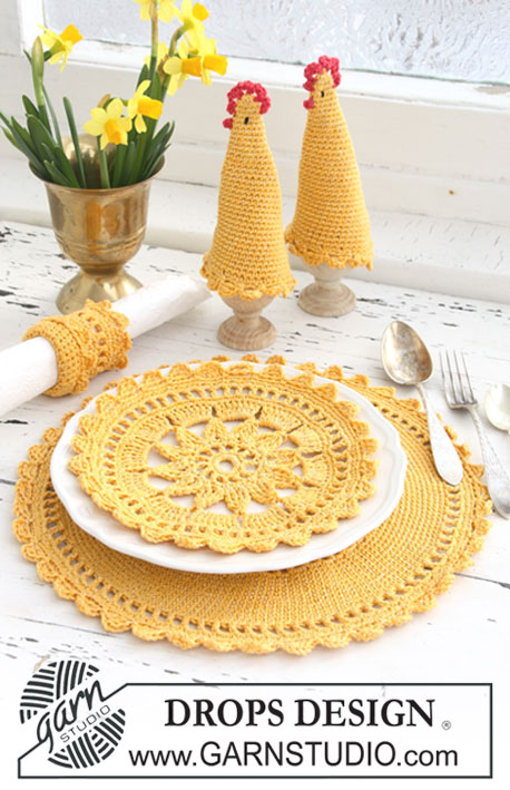 "Sunny Morning / DROPS Extra 0-623 - Set comprises: Crochet DROPS place mat, egg warmer and serviette ring in ""Safran"" and ""Glitter""."