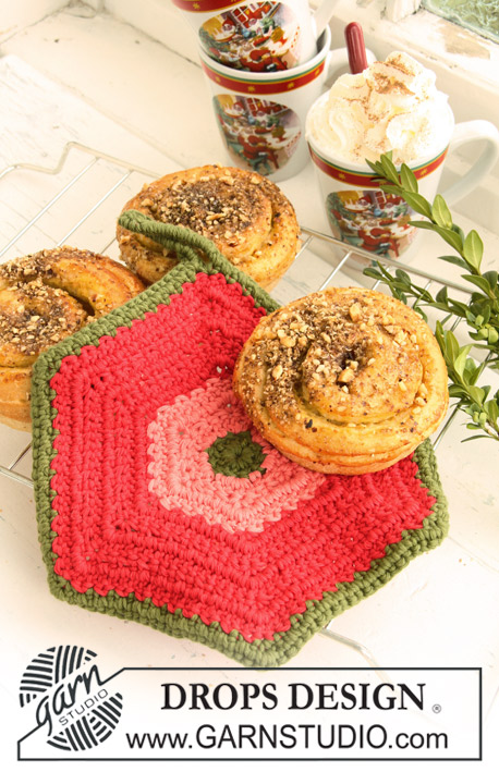 "DROPS Extra 0-699 - Crochet DROPS pot holders, 1 round with bobbles and 1 hexagon pot holder, in ""Paris""."