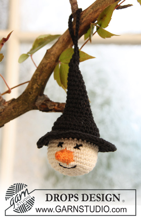 "Tabitha / DROPS Extra 0-702 - Crochet DROPS witches' heads in ""Safran"" for Halloween."
