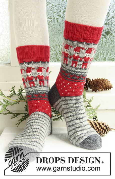 "Dancing Elves / DROPS Extra 0-722 - Knitted DROPS socks with Christmas pattern in ""Karisma""."
