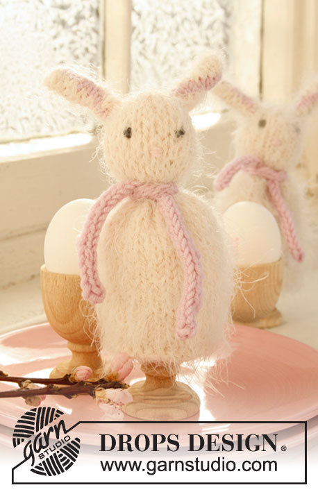 DROPS Extra 0-770 - Knitted DROPS egg warmers for Easter in Symphony.