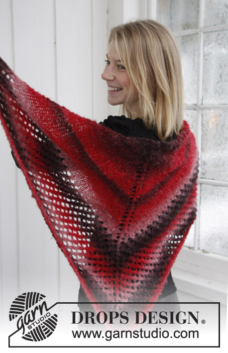 DROPS Extra 0-794 - Knitted DROPS Christmas shawl in Verdi.