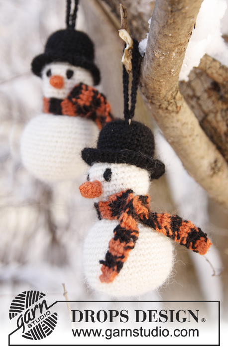 Frosty The Snowman / DROPS Extra 0-801 - Crochet DROPS Christmas snowman in Alpaca.