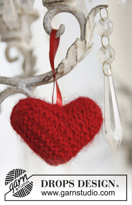 Sweet heart / DROPS Extra 0-878 - Knitted DROPS heart in Alpaca and Kid-Silk to hang on the Christmas tree.