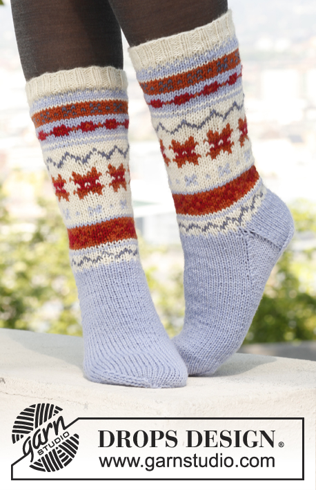 DROPS Extra 0-880 - Knitted DROPS socks with pattern in Karisma.
