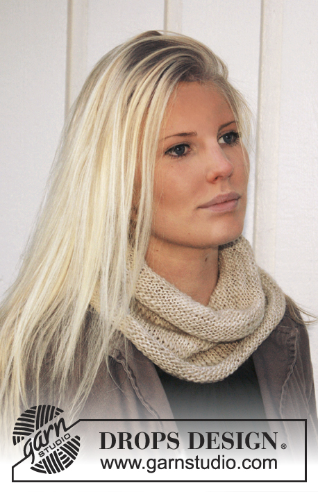 "DROPS Extra 0-907 - Knitted DROPS neck warmer with rolled edges in ""DROPS Loves You III"" or ""Nepal""."