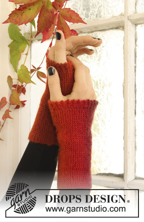 "Morticia / DROPS Extra 0-969 - DROPS Halloween: Knitted Wrist warmers with picot edge in ""Delight""."