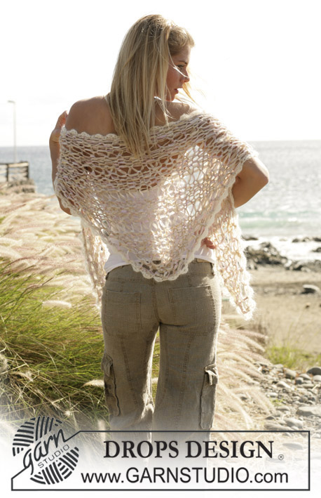 DROPS 100-25 - DROPS loosely knitted shawl with a lace pattern knitted in Salsa and Vivaldi.
