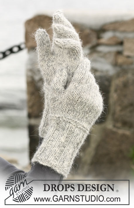 "Enchantment / DROPS 102-2 - A set of: DROPS scarf with flounces, beret and mittens in ""Alpaca"" and ""Vivaldi""."