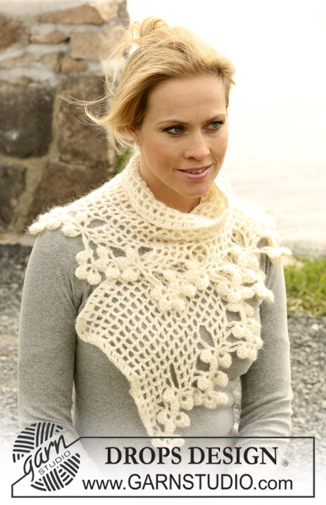 "DROPS 104-11 - Crochet DROPS scarf in ""Alpaca"" and ""Vivaldi"""